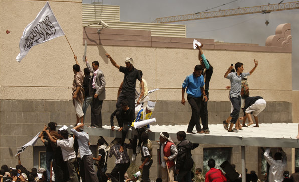 protestors yemeni_usa_embassy_video